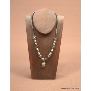 Buste présentoir à collier et son collier