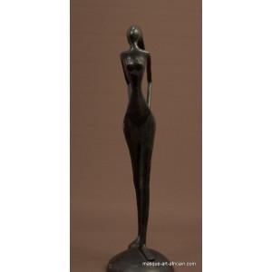 personnage contemporain en bronze