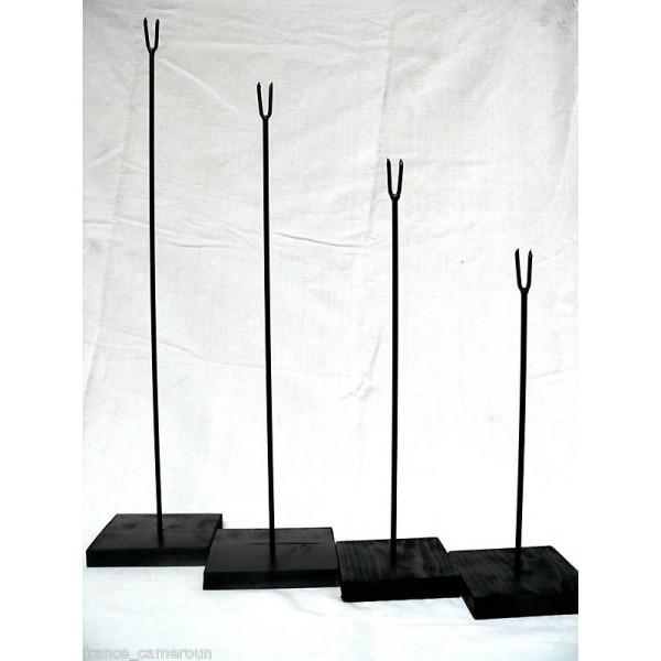 socles pour masque. Black Bedroom Furniture Sets. Home Design Ideas