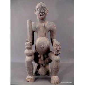 Statue africaine: Roi Bamun, retour de guerre