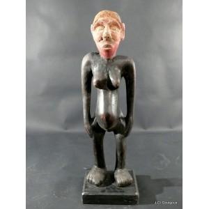 Yaka statue